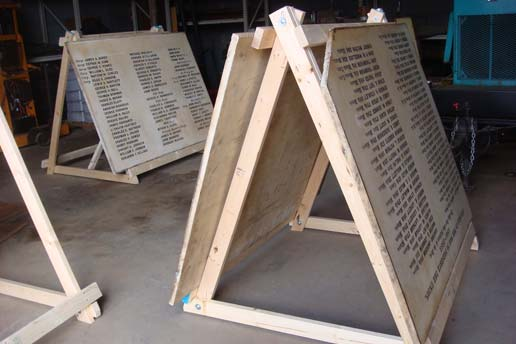 The soiling and discoloration of these large Civil war marble plaques was due to indoor pollutants and the ageing of previous treatments. The successful removal required many tests.